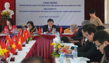 Lãnh đạo tỉnh Phú Yên tiếp đoàn ngoại giao các nước (4 / 2011)