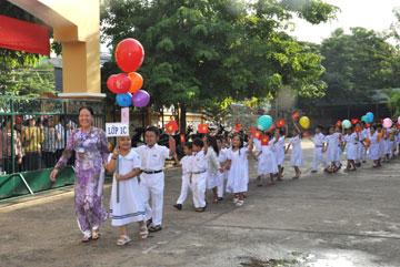 Ngày đầu đến trường của học sinh Trường tiểu học Kim Đồng (TP Tuy Hòa)