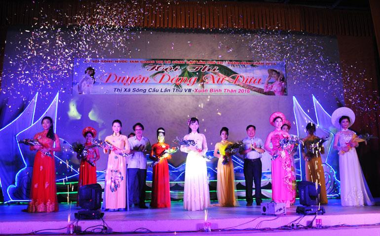 10 thí sinh được chọn tham gia vòng chung kết hội thi Duyên dáng xứ dừa 2016