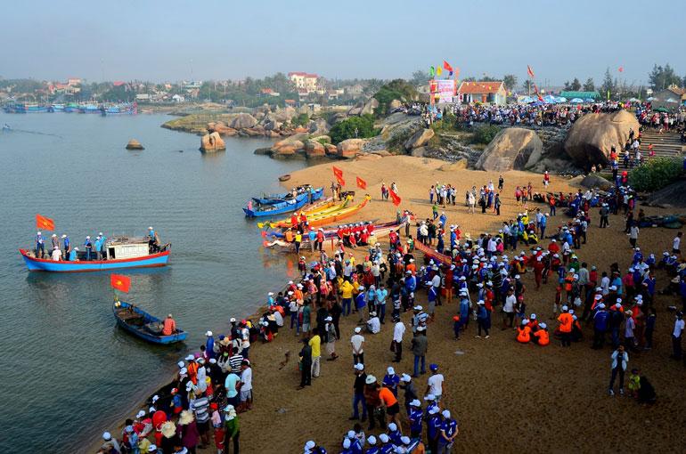Hội truyền thống sông nước Đà Nông - Ảnh: L.MINH