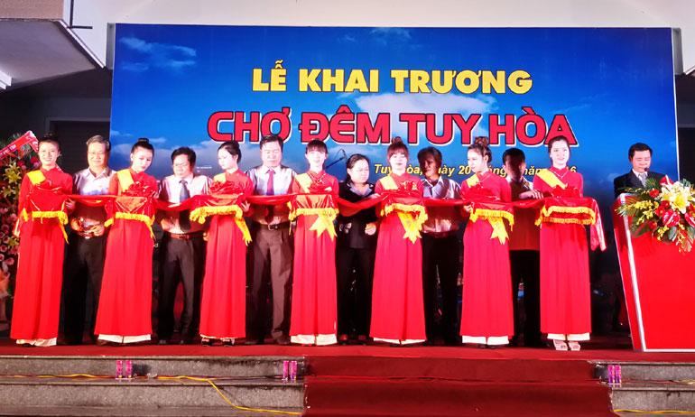 Hoa Khai Truong: Khai Trương Chợ đêm Tuy Hòa