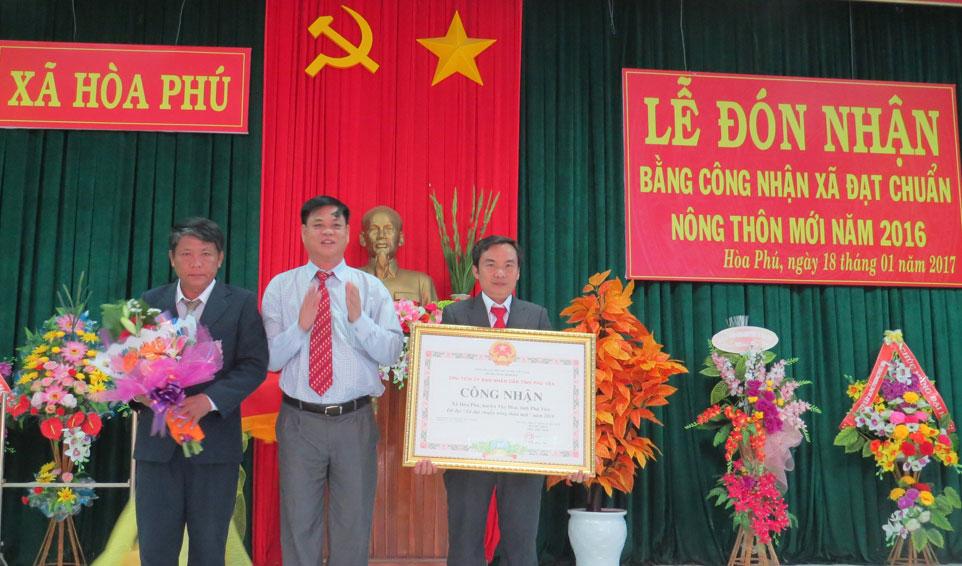 Xã Hòa Phú và Hòa Quang Bắc đón bằng công nhận xã đạt chuẩn nông thôn mới