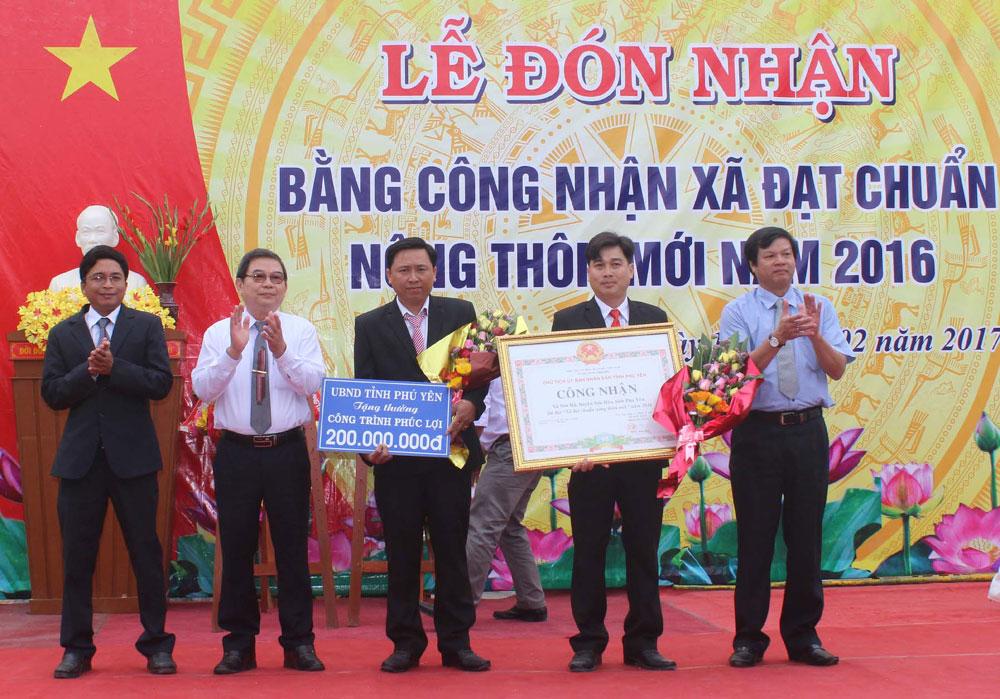 Sơn Hòa: Xã Sơn Hà đón nhận bằng xã đạt chuẩn nông thôn mới