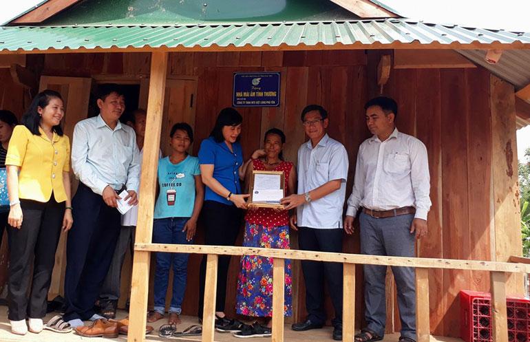 Xây nhà giúp phụ nữ nghèo ổn định cuộc sống