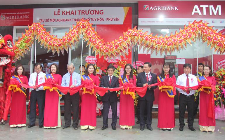 Hoa Khai Truong: Agribank TP Tuy Hòa Khai Trương Trụ Sở Mới
