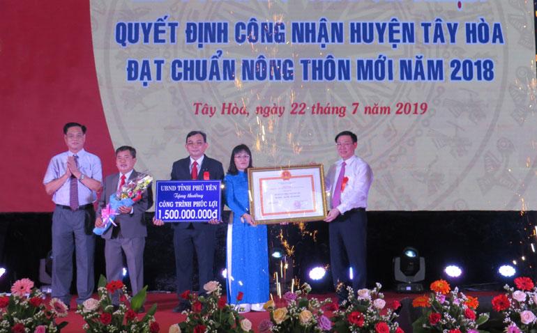 Tây Hòa đón nhận quyết định công nhận đạt chuẩn nông thôn mới ( - 1563843785)