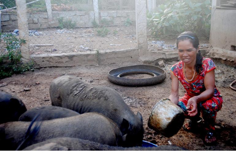 Phụ nữ Ea Bia chung sức xây dựng nông thôn mới